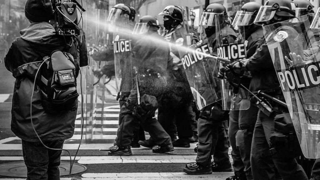 Explotados, desunidos y amenazados: el panorama de los periodistas en México